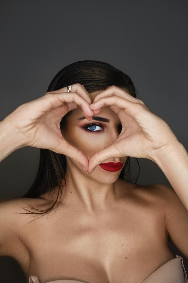 cuore-occhi-donna