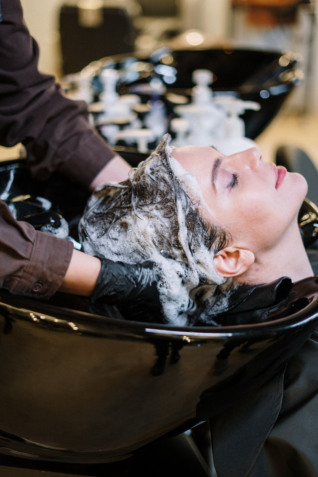 shampoo-capelli-grassi-lavaggio